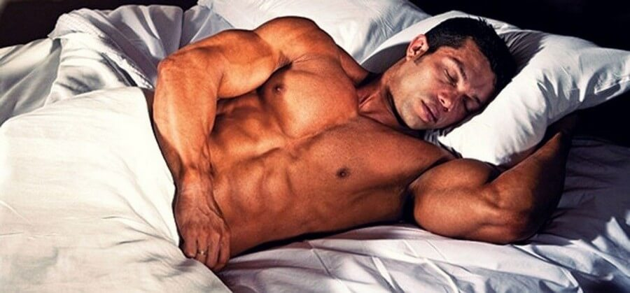 sleeping and muscle building